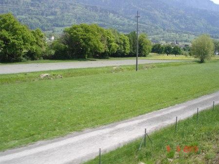 Wo ist hier der 6 m breite begrünte Streifen zwischen Acker und Mühlbach?