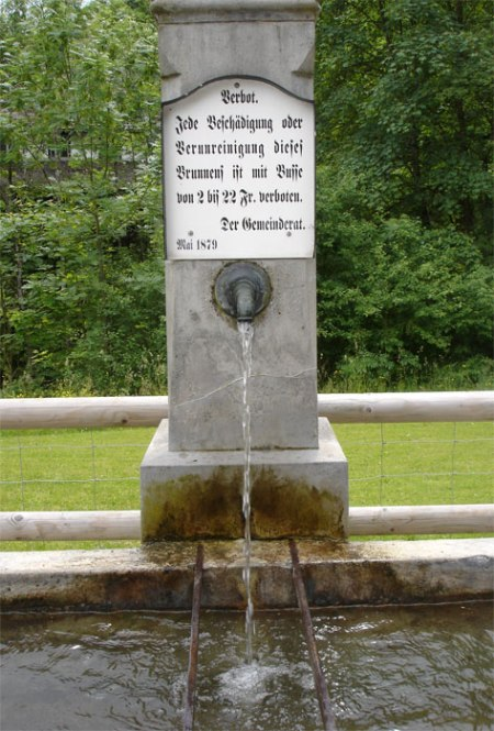 Trinkwasser stammt heute zu 80% aus dem Grundwasser, besserer Schutz tut not. Alter Brunnen in Bad Ragaz SG
