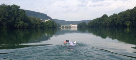 Der Rhein wird zur Stromgewinnung genutzt. Bromeis und sein Team mussten am Sonntag 20.7.14 mit dem Boot drei Stauwerke umgehen, was jedes Mal viel Muskelkraft und rund drei Viertelstunden Zeitverlust bringt. Foto: Das blaue Wunder
