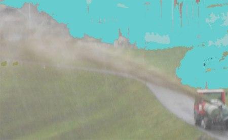 Das Ausbringen von Gülle bei Regen oder auf wassergesättigten Boden ist eine grosse Verschmutzungsgefahr für Oberflächengewässer (Abschwemmung) oder Grundwasser (Auswaschung).