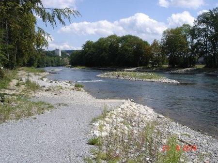 Hochwasserschutz und Renaturierung für Mensch und Natur: Limmat zwischen dem Stauwehr Zürich-Höngg und der Autobahnbrücke Oberengstringen. http://www.awel.zh.ch/internet/baudirektion/awel/de/wasserwirtschaft/hochwasserschutz_und_renaturierung/auenpark.html