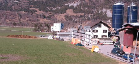 Bauernhof-Idylle mit Mist zwischen Chur und Haldenstein. Copyright Paul