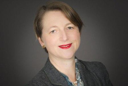 """Vor ihrem Auftritt am Schluss der Weltwasserwoche in Scuol spricht Anja Klug vom UNHCR (Hoher Flüchtlingskommissar der Vereinten Nationen) in Chur mit Regierungsrat Christian Rathgeb über """"Flüchtlingsproblematik Wasserwege""""."""