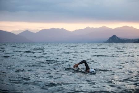 """""""Nie zuvor hatte ich so viele Etappen ohne grössere Pausen aneinandergereiht und war Nachtetappen im See und im Fluss geschwommen. Auch meinen Begleitern verlangte das sehr viel ab. Ich bin froh und auch stolz auf das Erreichte», resümierte Bromeis am Sonntag in Mailand. «Der Wasserweg vom Lago Maggiore nach Mailand war über Jahrhunderte eine wichtige Handelsverbindung zwischen dem Tessin und der Lombardei."""" © Andrea Badrutt"""