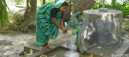 Die Aktion solidarit'eau suisse ist eine Austauschplattform, auf der interessierte Gemeinden auf einfache Weise Trinkwasserprojekte finden, die sie unterstützen können. Quelle solidarit'eau suisse, Copyright Foto: SRK/CRS.