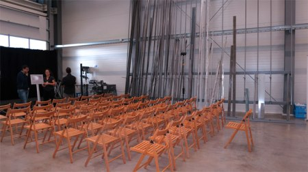 In der Produktionshalle der Liftac in Grabs SG werden die letzten Vorbereitungen für die Präsentation der Weltneuheit getroffen.