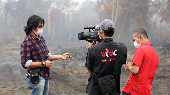 """""""1.000 Hektar Torfregenwald wurden hier verbrannt"""", so Umwelt-Aktivist Feri Irawan im TV-Interview. """"Doch noch können wir den größten Teil des Waldes retten."""" Kalimantan/Indonesien, Foto: Rettet den Regenwald e.V."""