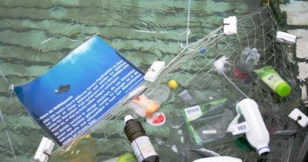 Auf einfache, spielerische Art vermittelt die schwimmende Ausstellung «fair-fish geht baden» viele Informationen zur Überfischung, zum bewusstem Fischkonsum und zur Problematik der Fischzucht. Copyright fair-fish