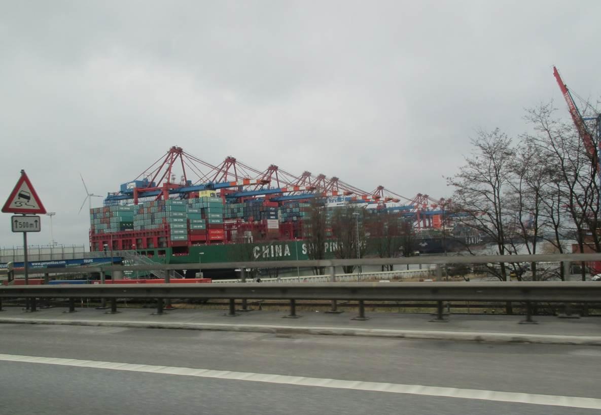 """Der Containerriese """"Indian Ocean"""" lief Anfang Februar 2016 in der Elbe auf Grund. Copyright: Dr. Ludwig Tent, Wedel D, Osmerus' Blog, Lebendige Bäche und Flüsse."""