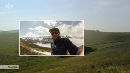 Videobotschaft eines Alpinisten vom Mont Blanc: Die leichte mit Wollvlies gefütterte Jacke hat den Bergtest bestanden. Copyright: NDR.