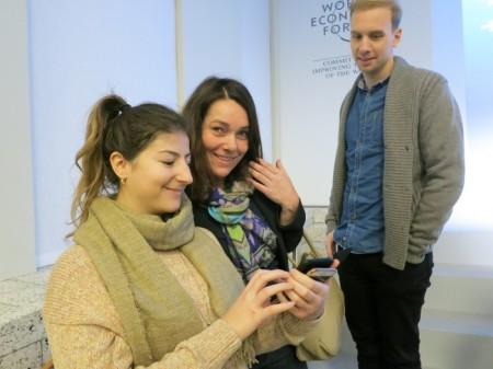 Franziska Herren mit Mitarbeitenden am Open Forum in Davos.