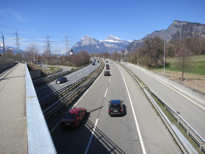Autobahn bei der Autobhnraststätte Heidiland (Turm).