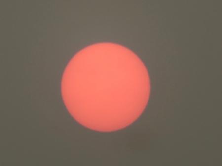 Sonne am 1.1.20 in Nelson, Neuseeland. Verdunkelung wegen Luftverschmutzung durch die Feuer in Australien. Copyright: Röbi.