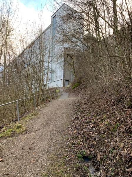 Der Soorpark in Bütschwil war einst eine blühende Textilfabrik mit bis zu 700 ArbeiterInnen. Die Gebäude wurden umgebaut und vermietet. Aktuell sind 26 Firmen hier ansässig. Copyright: A. Freitag.