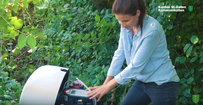 Gewässerprobe: Von 119 untersuchten Spurenstoffen wurden in den vier Bächen insgesamt 72 Stoffe nachgewiesen. Pestizide machten dabei die grösste Gefahr aus. Copyright: AWE