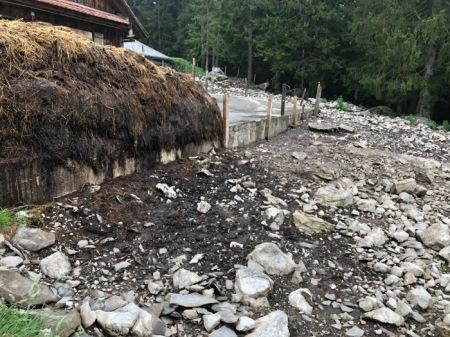 Der Miststock auf der Alp Gummen saftet. Copyright: Vater Muggli