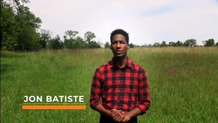 Jon Batiste führt durch das Video Farm Aid 2020 On the Road. Er ist US-amerikanischer Musiker.