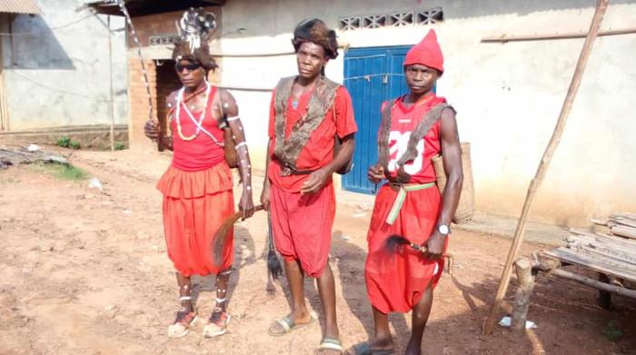 Die traditionellen Dorfvorsteher und Einwohner von Lokuto wehren sich gegen die Palmölplantagen. Copyright: RIAO-RDC