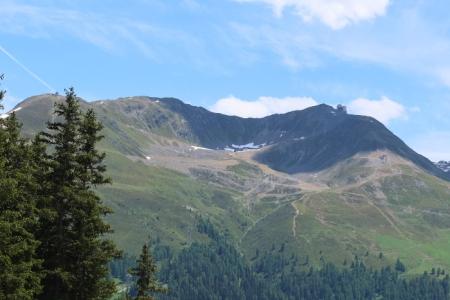 Skigebiet Jakobshorn Davos: Noch liegt kein Schnee, aber es ist zu vermuten, dass Boden und Wasser PFAS aus Skiwachs enthalten..